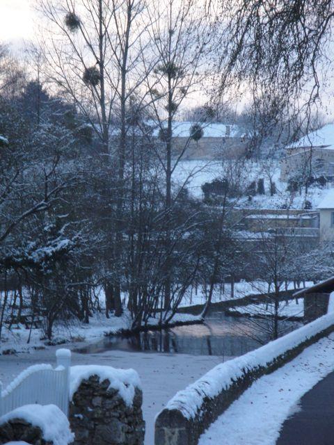 snowy%20village.jpg